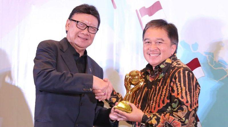 Pemkot Bandung Raih Penghargaan UHC JKN KIS