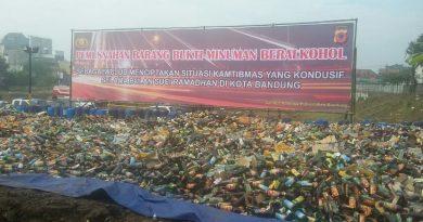 Jelang Ramadhan, Puluhan Ribu Botol Mras Dimusnahkan